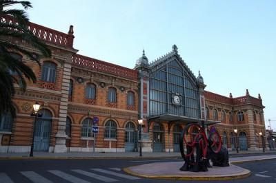La antigua estación de ferrocarriles de Almería: en vía muerta